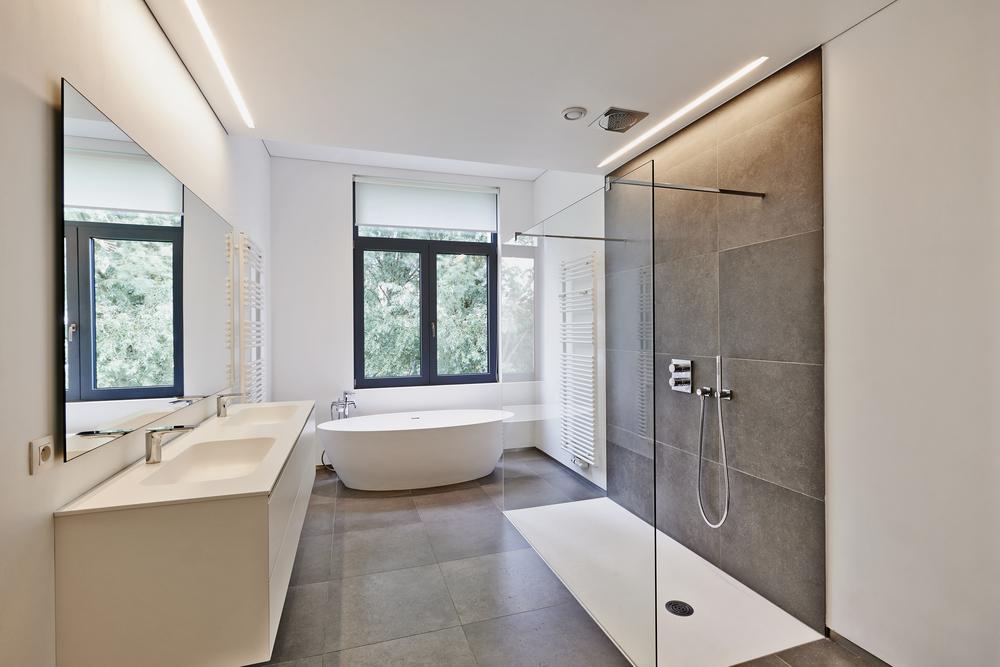 Comment choisir entre une douche à l'italienne et une baignoire